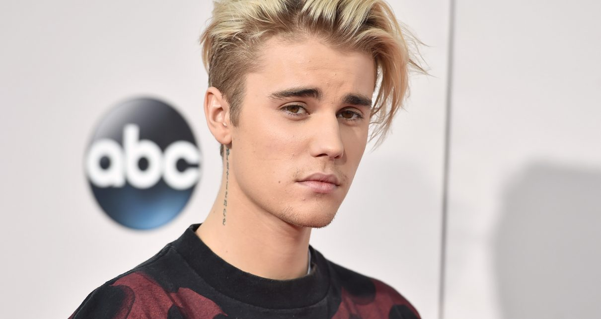 Justin Bieber Punches Teenage Fan in Face Like a Little Girl - Spur Magazine