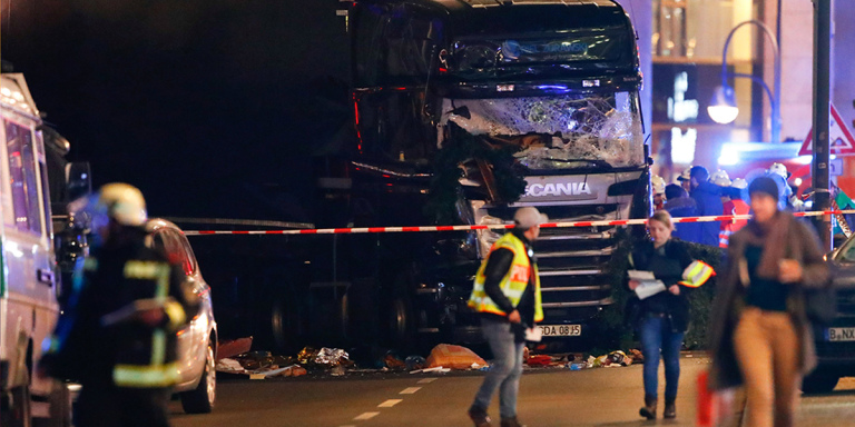 Berlin lorry crashes into christmas market - Spur magazine