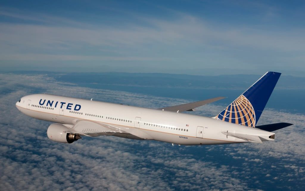 United Airlines Blocks Girls With Leggings From Flight 1