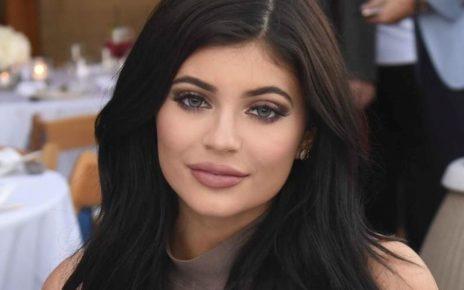 Kylie Jenner Keeps Hiding Her Baby Bump - Spur Magazine