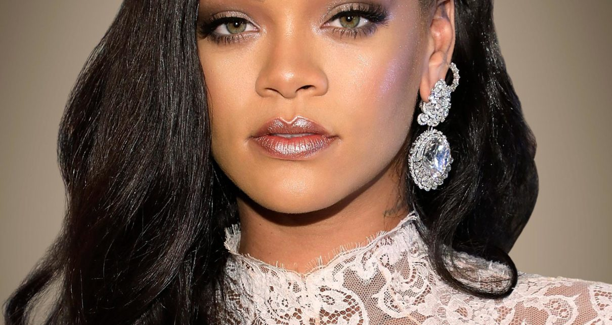 Rihanna has a young girl that looks exactly like her.