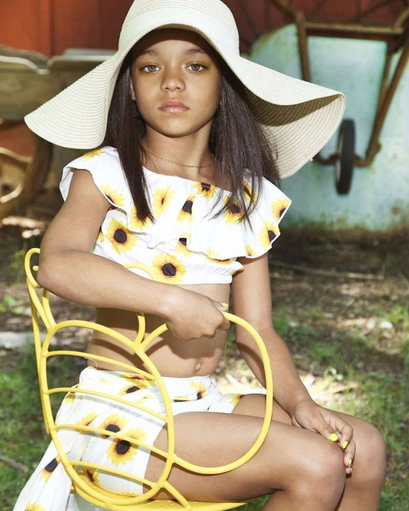 A young girl that looks like Rihanna.